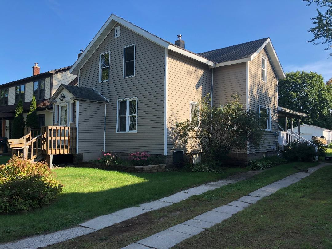 View Single-Family Home For Sale at 1521 Grant St, Marinette, WI