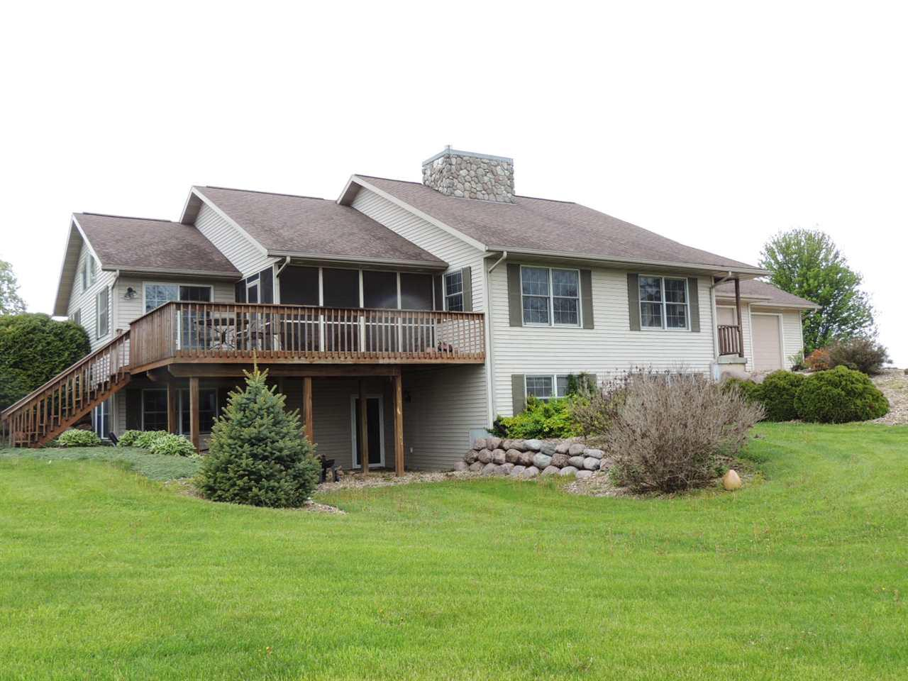 View Single-Family Home For Sale at 733 Fritz Rd, Belleville, WI