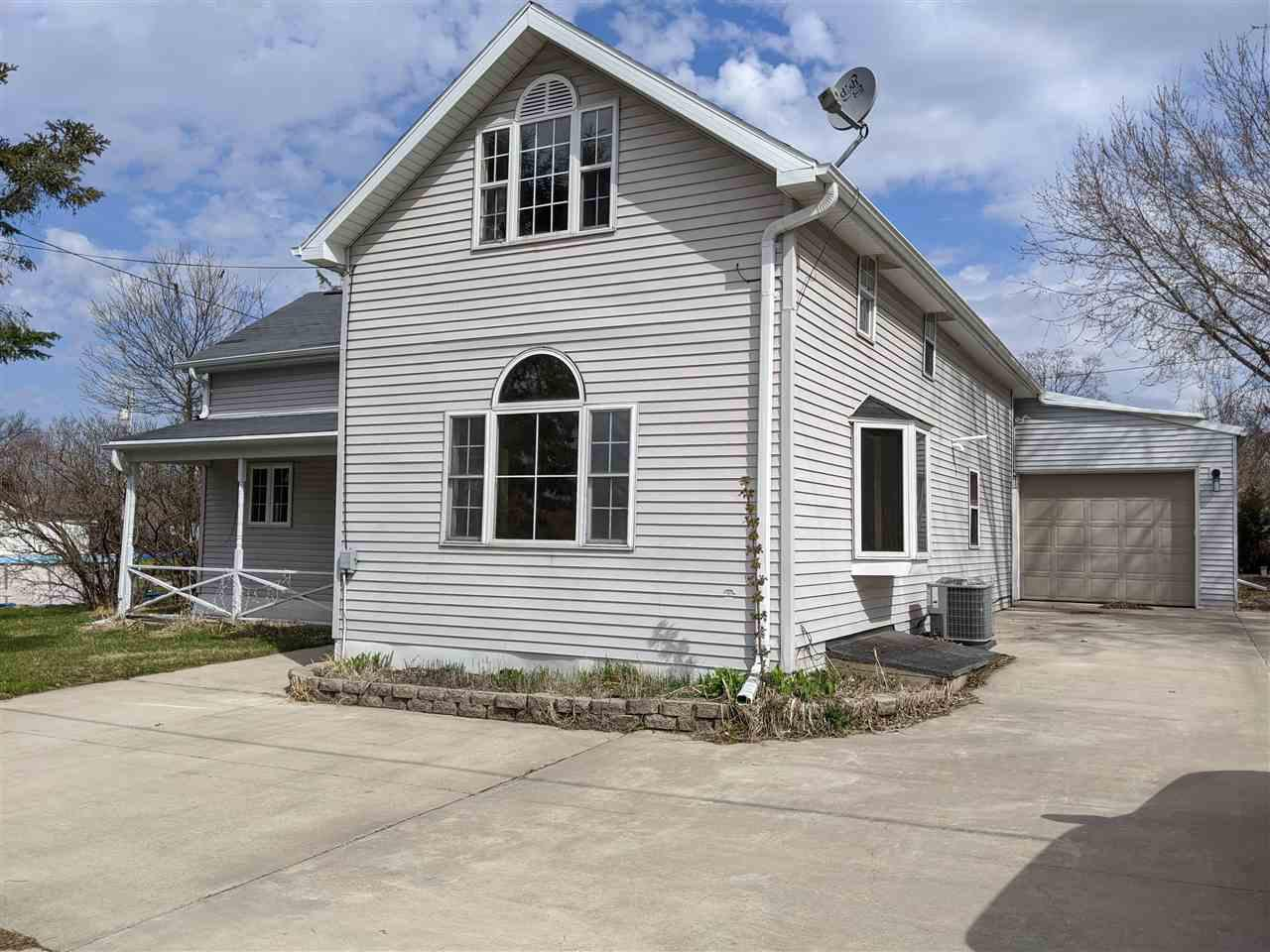 View Single-Family Home For Sale at E7268 HWY 54, New London, WI