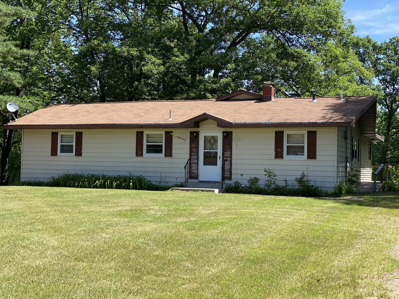 View Single-Family Home For Sale at W5763 Oak LN, Wausaukee, WI