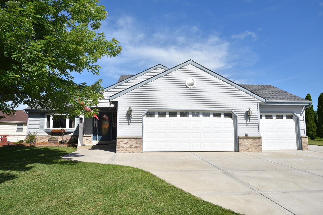 View Single-Family Home For Sale at 580 Country Ln, Lomira, WI