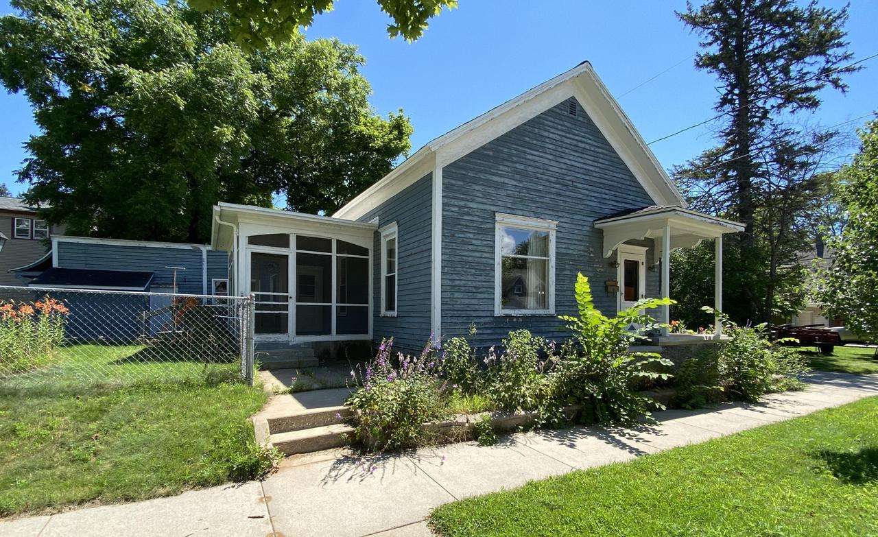 View Single-Family Home For Sale at 612 Jackson St, Marinette, WI