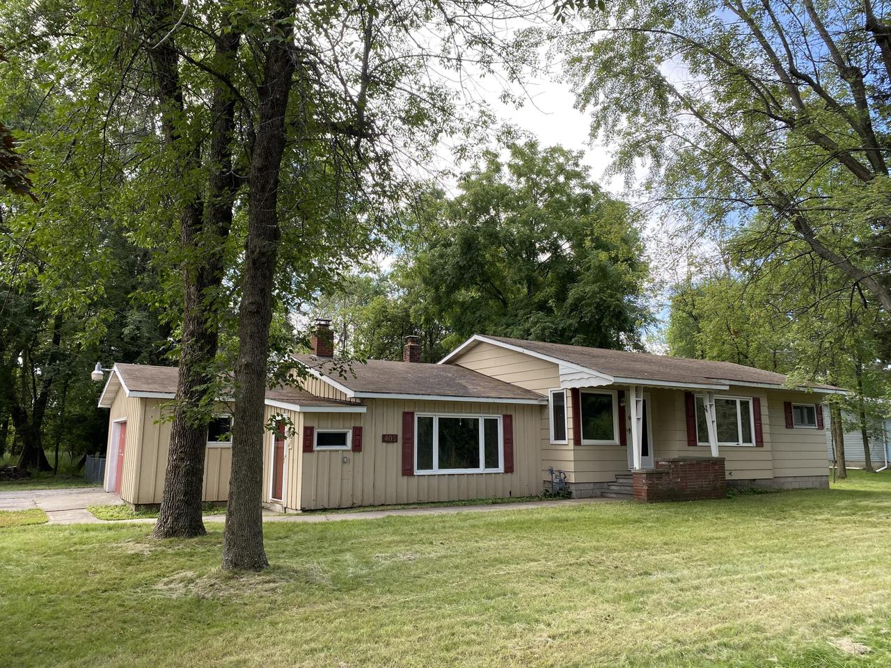 View Single-Family Home For Sale at 405 W Russell St, Marinette, WI