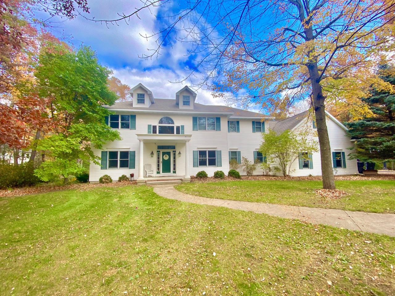 View Single-Family Home For Sale at N2046 Bonnie Ln, Marinette, WI