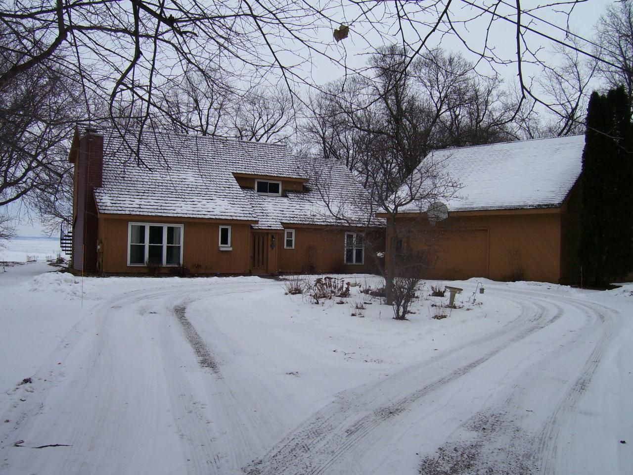 View Single-Family Home For Sale at 12 Talbot Ln, Oshkosh, WI