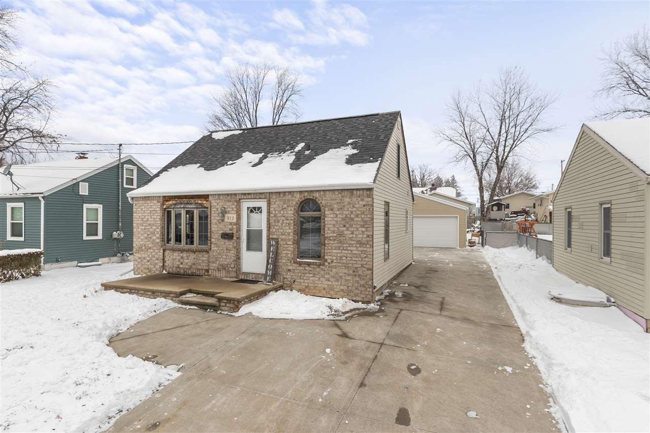 View Single-Family Home For Sale at 912 LAFOLLETTE AVENUE, Little Chute, WI