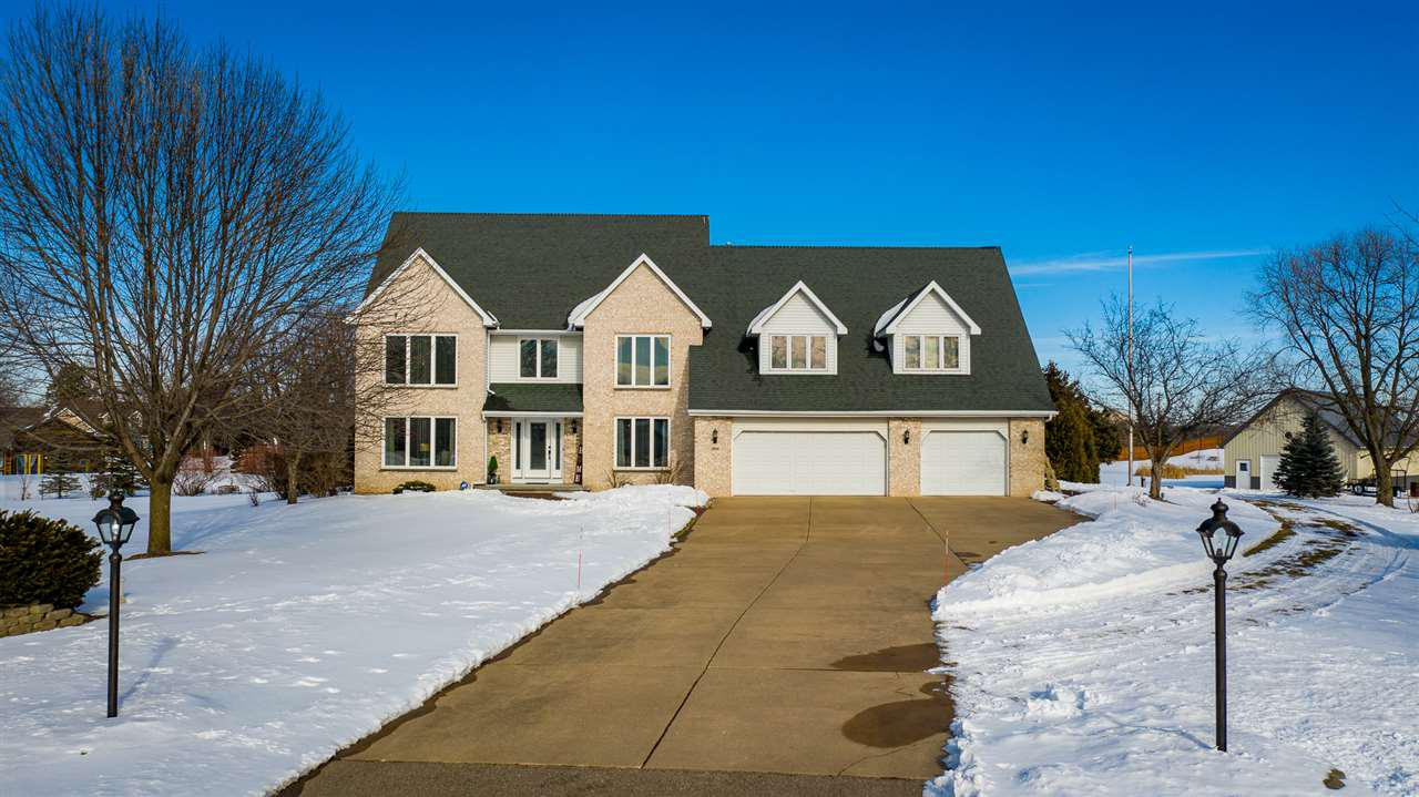 View Single-Family Home For Sale at 2925 EAST RIDGE PLACE, Neenah, WI