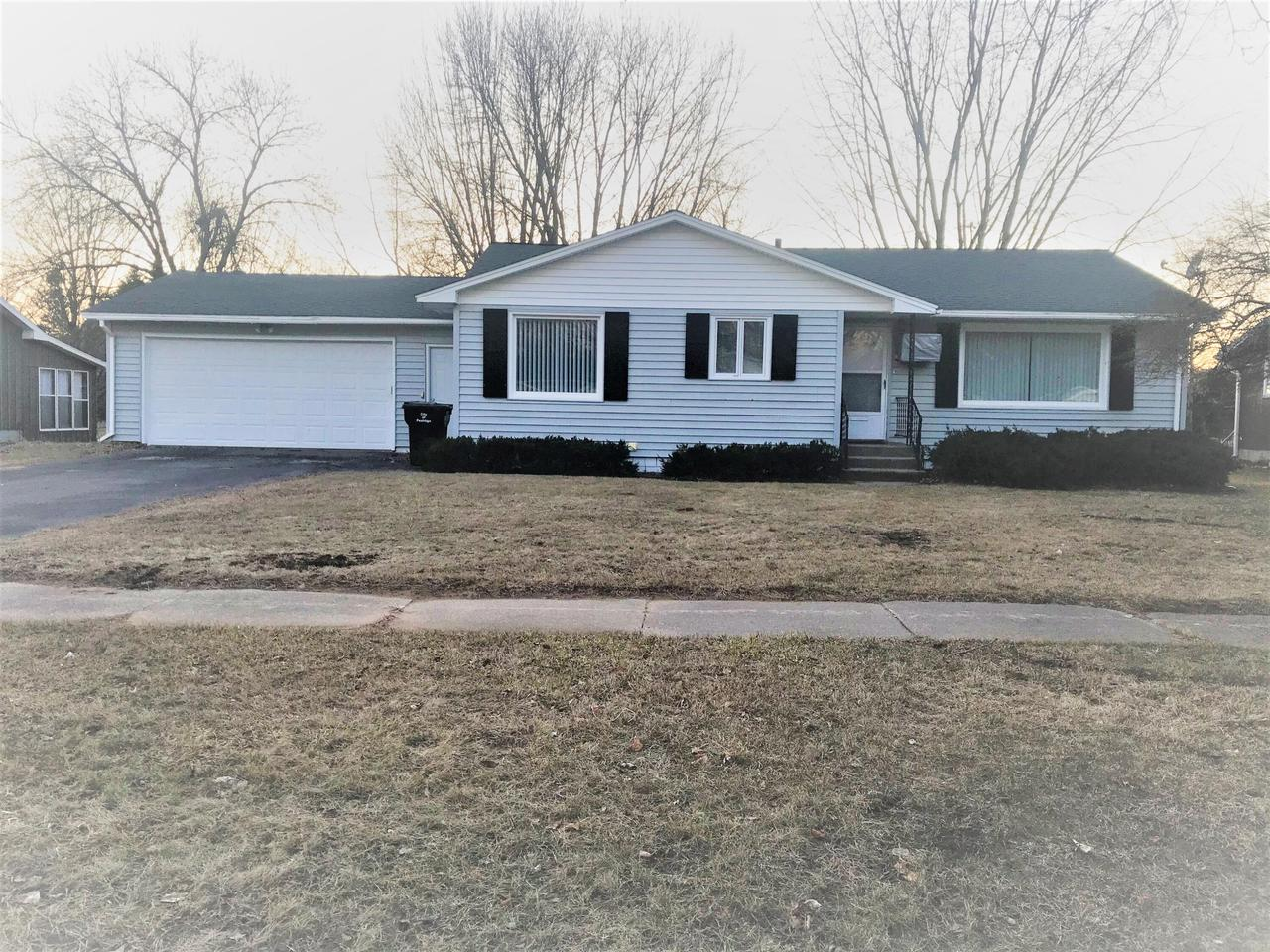 View Single-Family Home For Sale at 451 Rainbow Cir, Peshtigo, WI