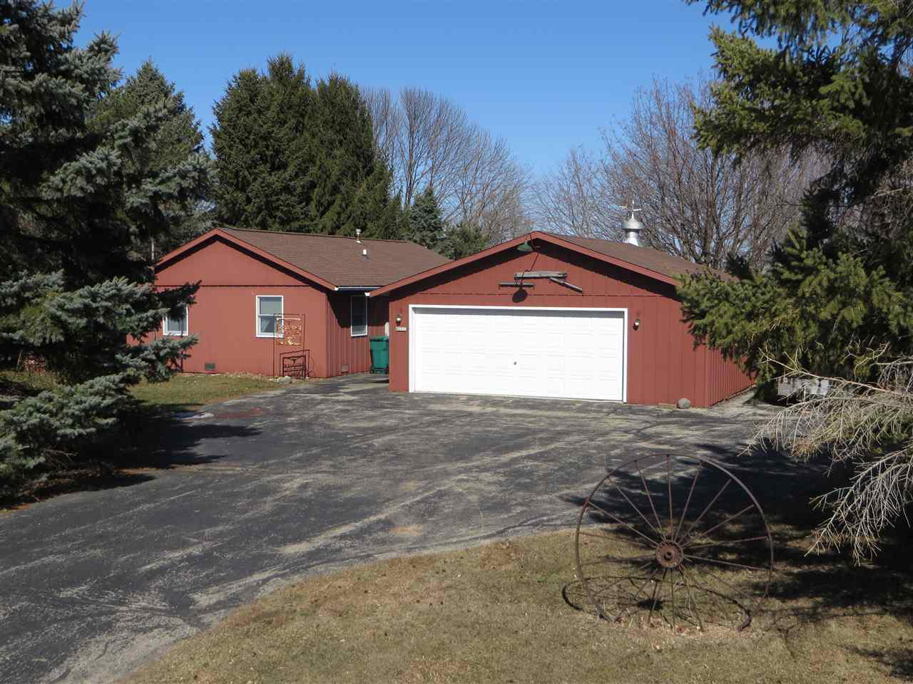 View Single-Family Home For Sale at W2712 Menominee Ct, Markesan, WI
