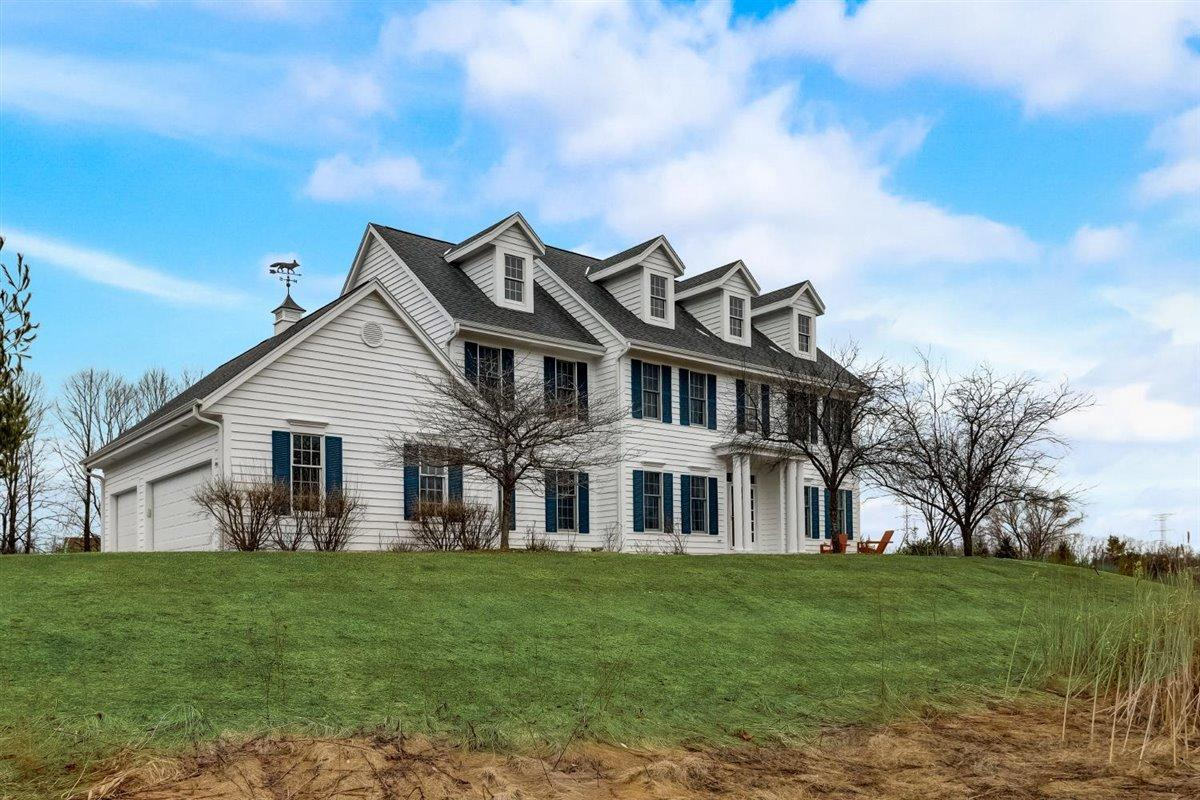 View Single-Family Home For Sale at 1577 Fox Hollow Ln, Cedarburg, WI