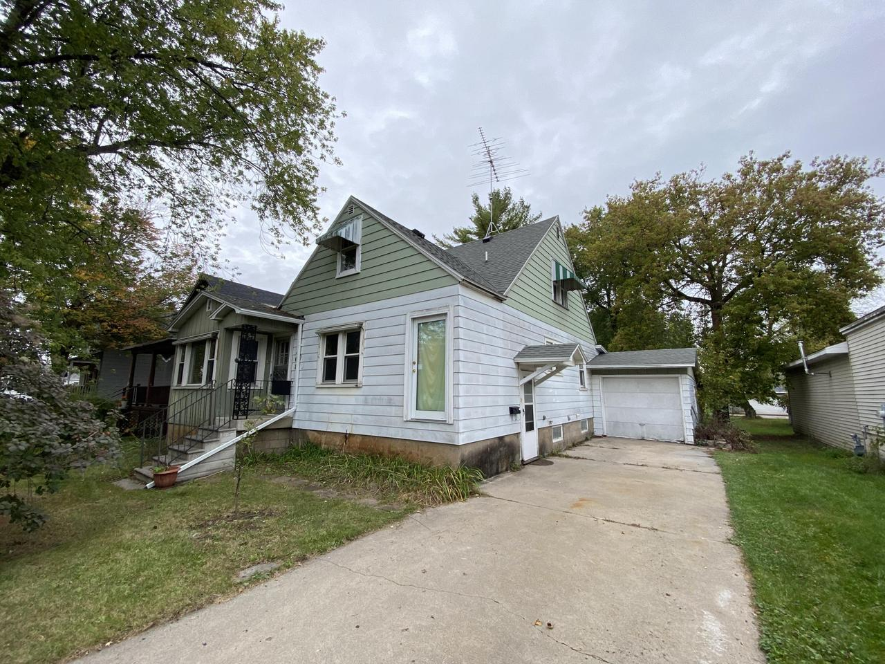 View Single-Family Home For Sale at 208 Main St., Marinette, WI