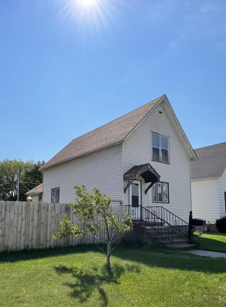 View Single-Family Home For Sale at 1431 Garfield Ave, Marinette, WI