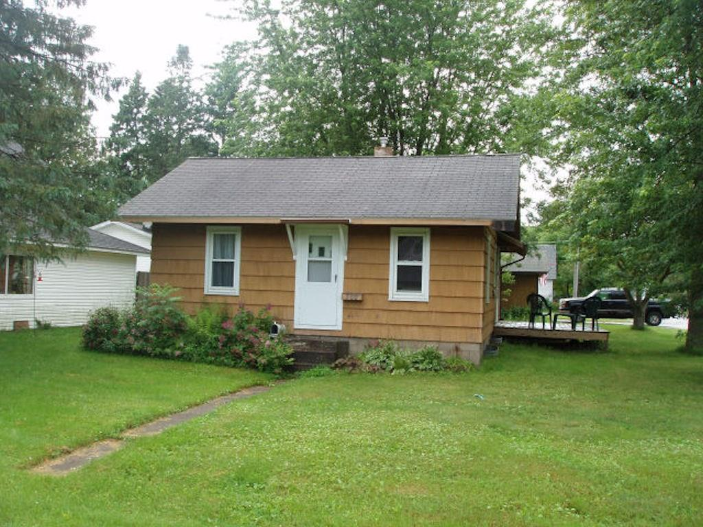 (373/PB) Nice and clean three bedroom ranch style home on 8th Avenue in Park Falls. Basement, small deck, two car detached garage. Corner lot. Situated in a pleasant residential neighborhood. Asking $42,900. 2019 taxes: $906. (23-40N-01W)
