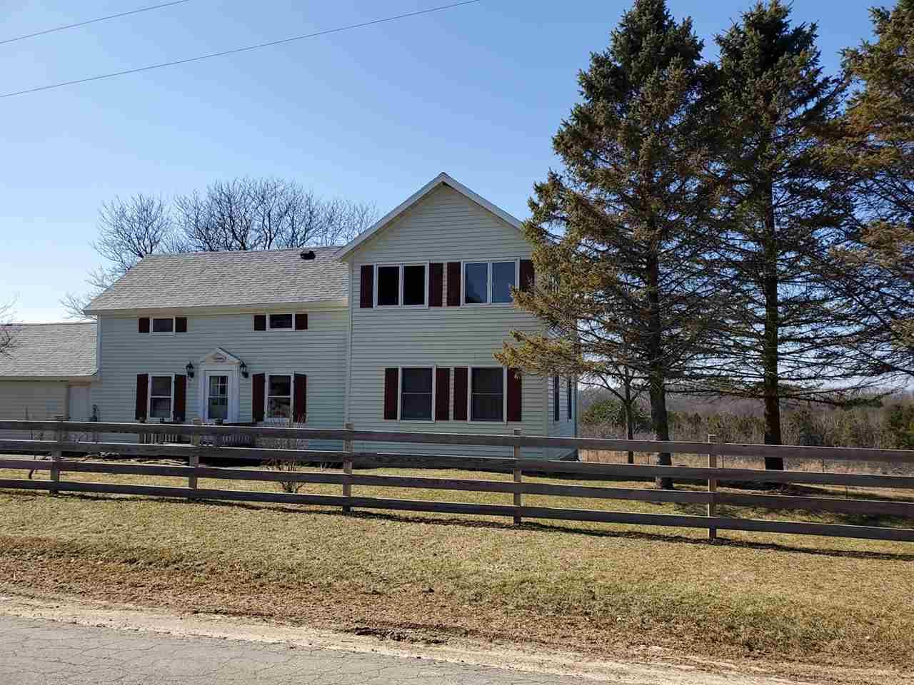 Motivated!!!Country living with incredible views!  Bring your horse and cowboy hat! NEW ROOF in 2020!  3 Bedroom 3 bath home on 4.75 acres!  Mud room, lots of closet space and main floor laundry.  The family room has incredible views of the valley and a deck to enjoy it all!  Attached 2 car garage and 34x50 pole building!  Fruit trees and grape vines!  This property has everything you need to enjoy the country and priceless views.