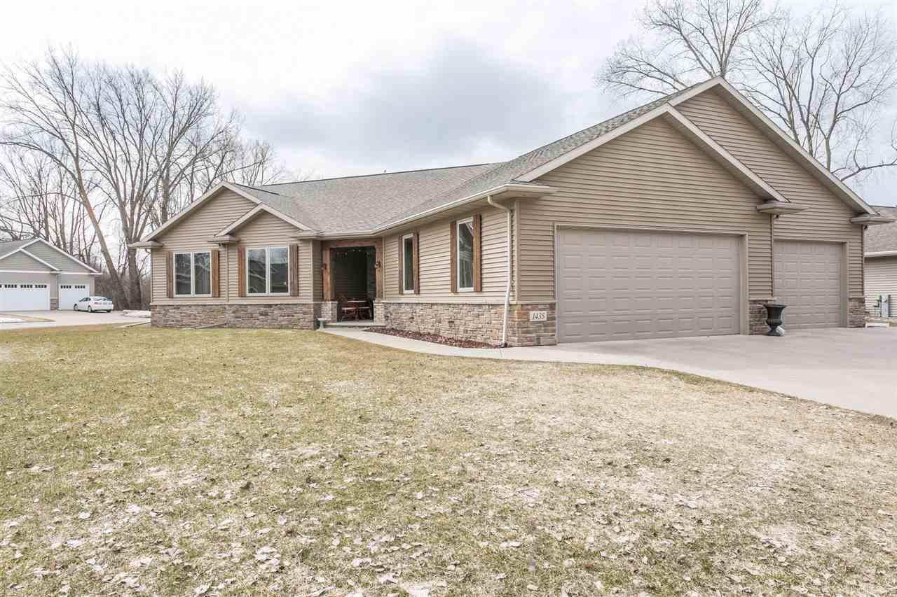 1435 W CASUAL CT COURT COURT, GRAND CHUTE, WI 54913