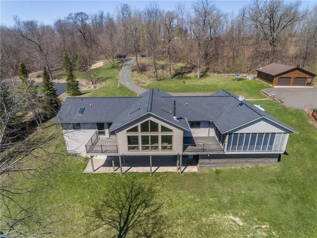 What an amazing property. This lake home has 3 bedrooms, Andersen Windows and a full walkout basement. You will surely enjoy the panoramic views of the lake. 110 feet of lake shore on Round Lake.