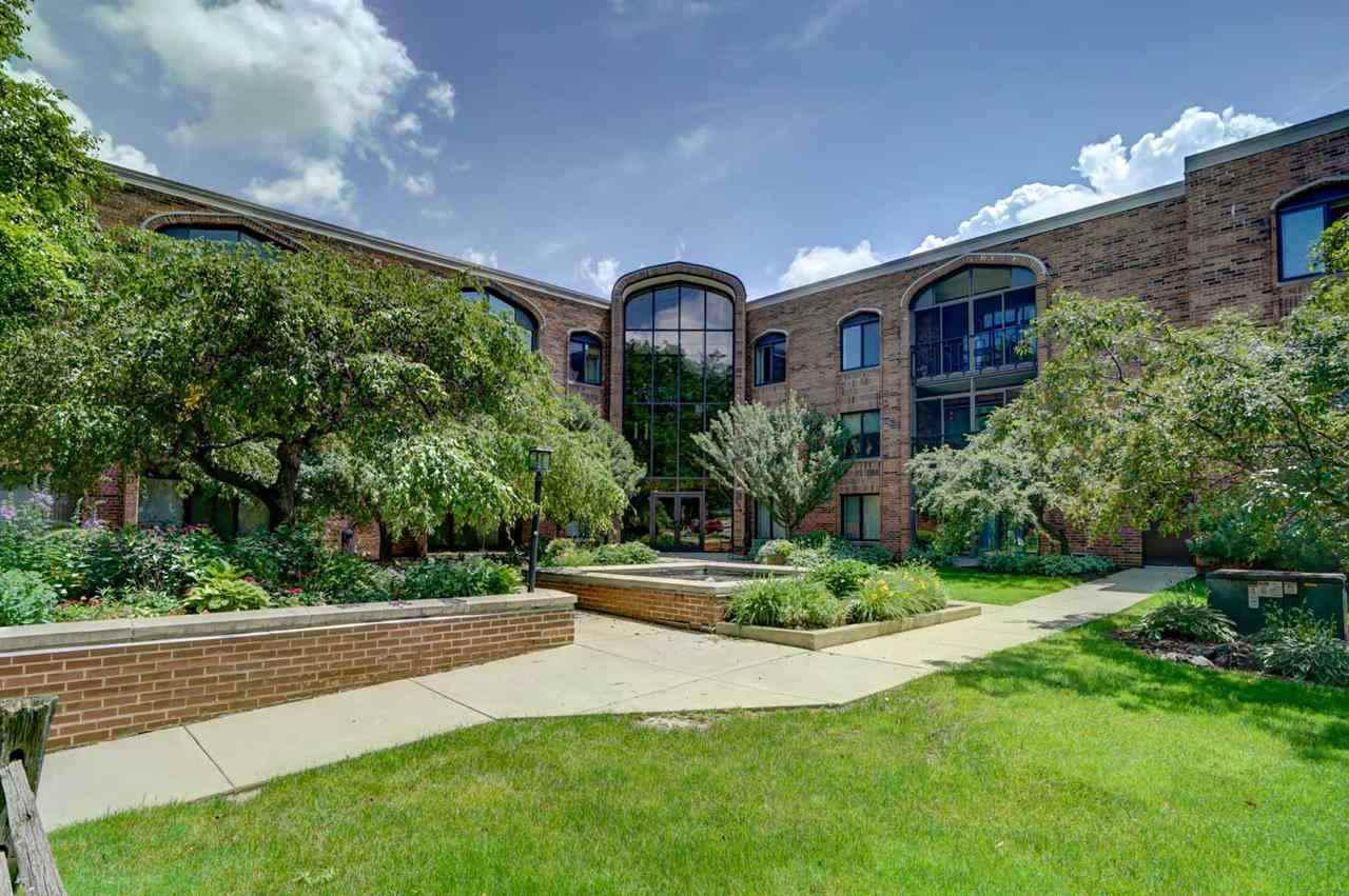 6302 Mineral Point Rd ROAD 104, MADISON, WI 53705