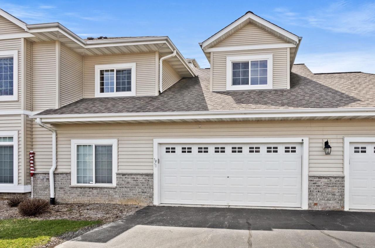 1617 Grey Fox Trl TRAIL B, MUKWONAGO, WI 53149