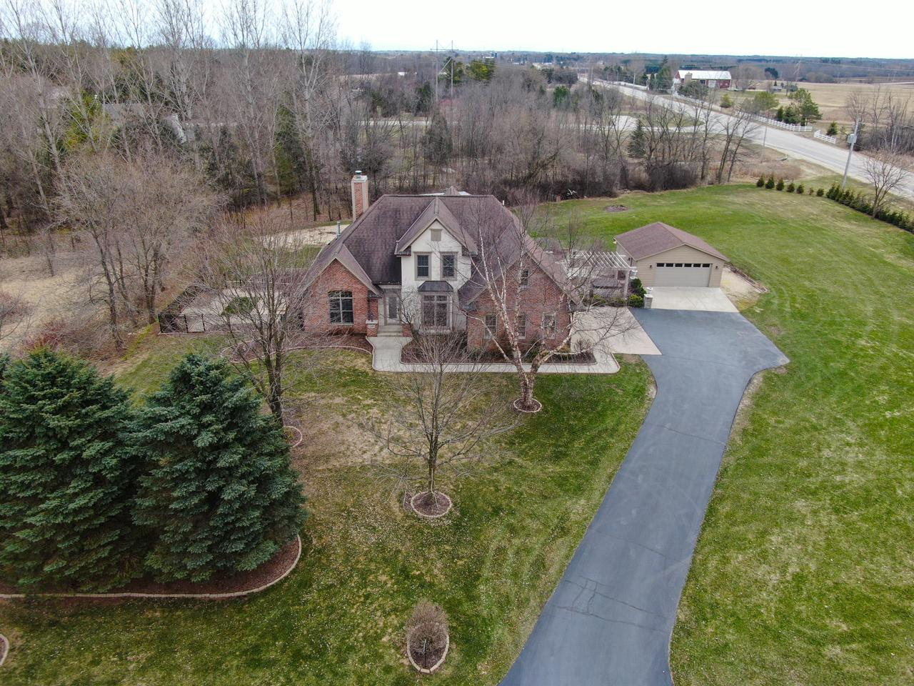 2301 Meadowridge Ct COURT, CEDARBURG, WI 53012
