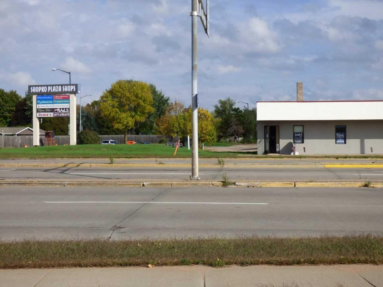 Prime Retail/Office Space on Wisconsin Rapids? Busiest Corner!! Traffic counts of about 19,000 cars/day! Currently has approximately 1700 square feet.