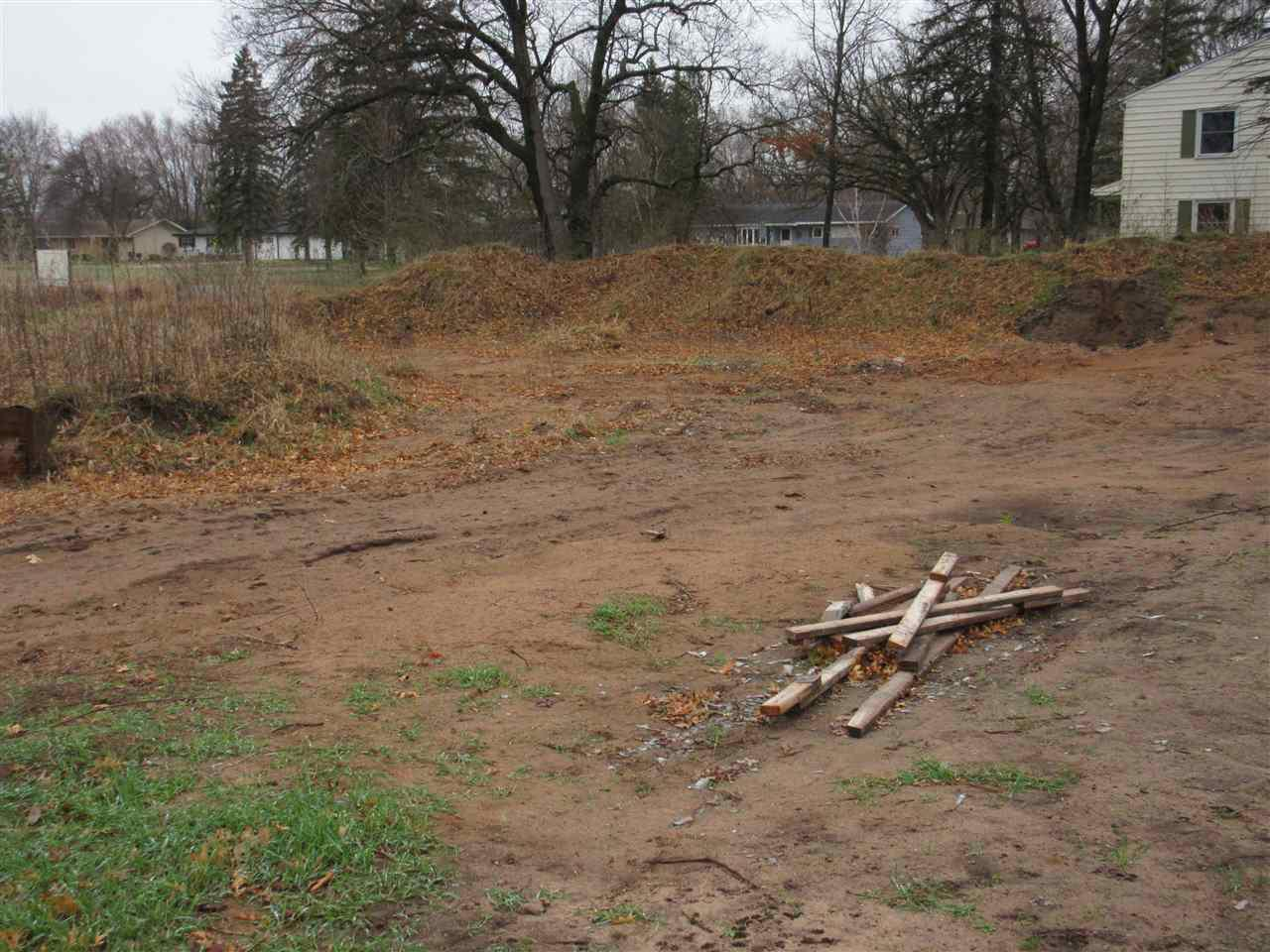 Buildable lot in newer residential development on Stevens Point NE Side!  All utilities to lot, walking distance to elementary school, shopping and Green Circle Trail!  Restrictive covenants in place to protect your investment.