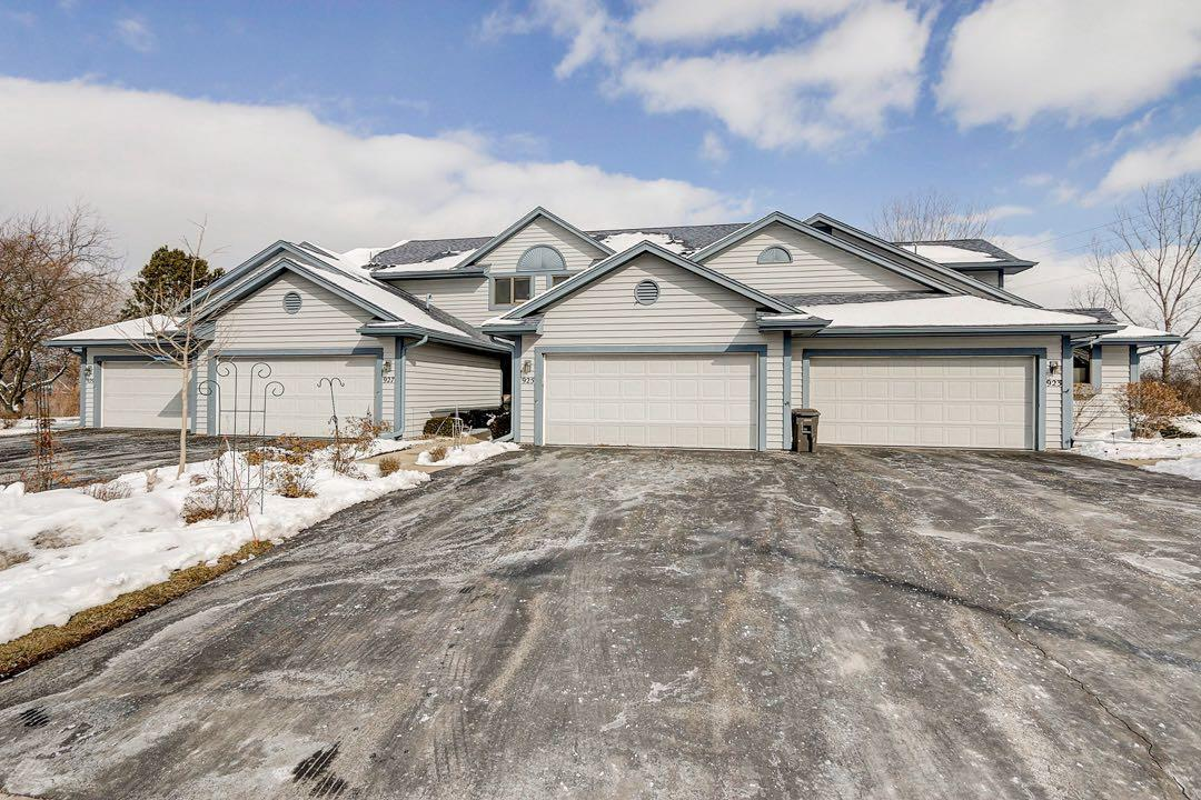 925 Bay View Cir CIRCLE, MUKWONAGO, WI 53149