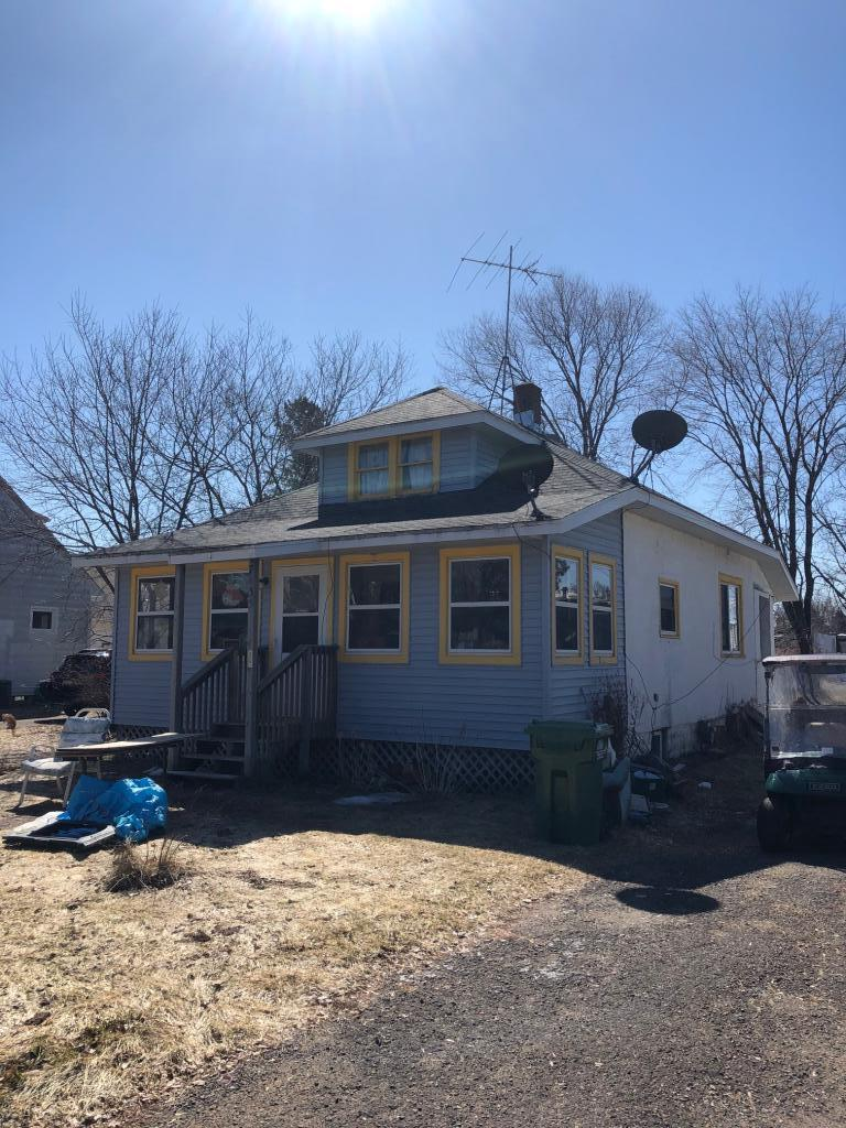 3 bedroom, 1 bath house in the Village of Webster.  The house offer a 8x26 3 season porch.  The house is close to many stores that Webster offers.  The house needs work and must be cash offer only.