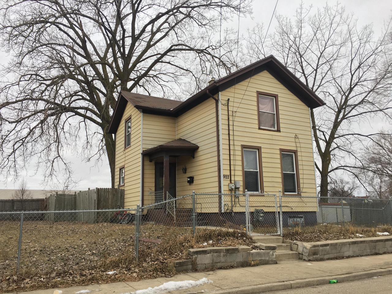 ARE YOU PAYING TOO MUCH FOR RENT?! OR, ARE YOU READY TO ADD ANOTHER HOME TO YOUR RENTAL PORTFOLIO?! THIS 3 BEDROOM HOME IS CURRENTLY  OCCUPIED WITH A TENANT AND RENTED FOR $950.00 MO. LEASE IS MONTH TO MONTH HOME IS SITUATED ON A LARGE LOT WITH LOTS OF POTENTIAL.