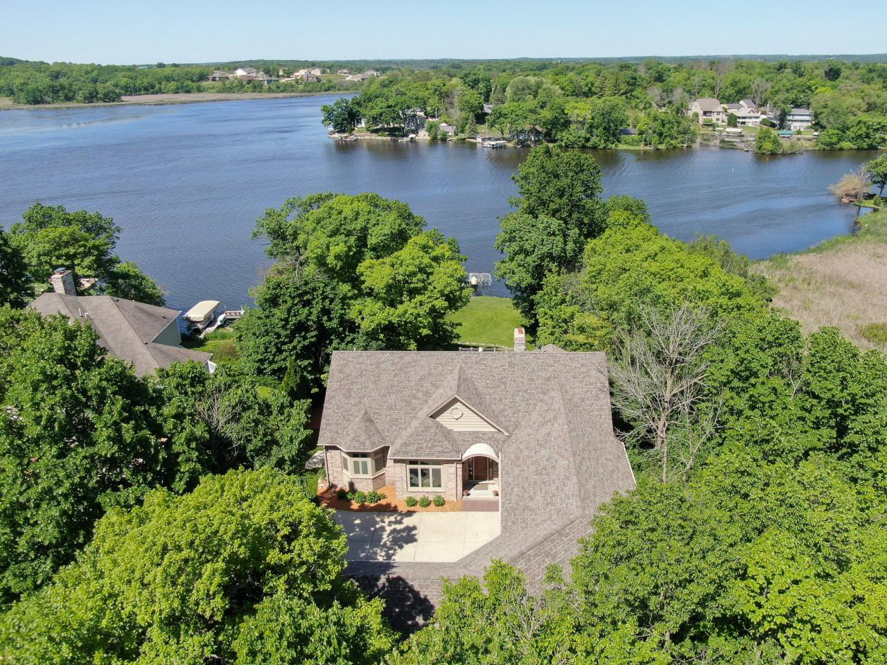 6474 Blue Heron Pointe Dr DRIVE, WATERFORD, WI 53185