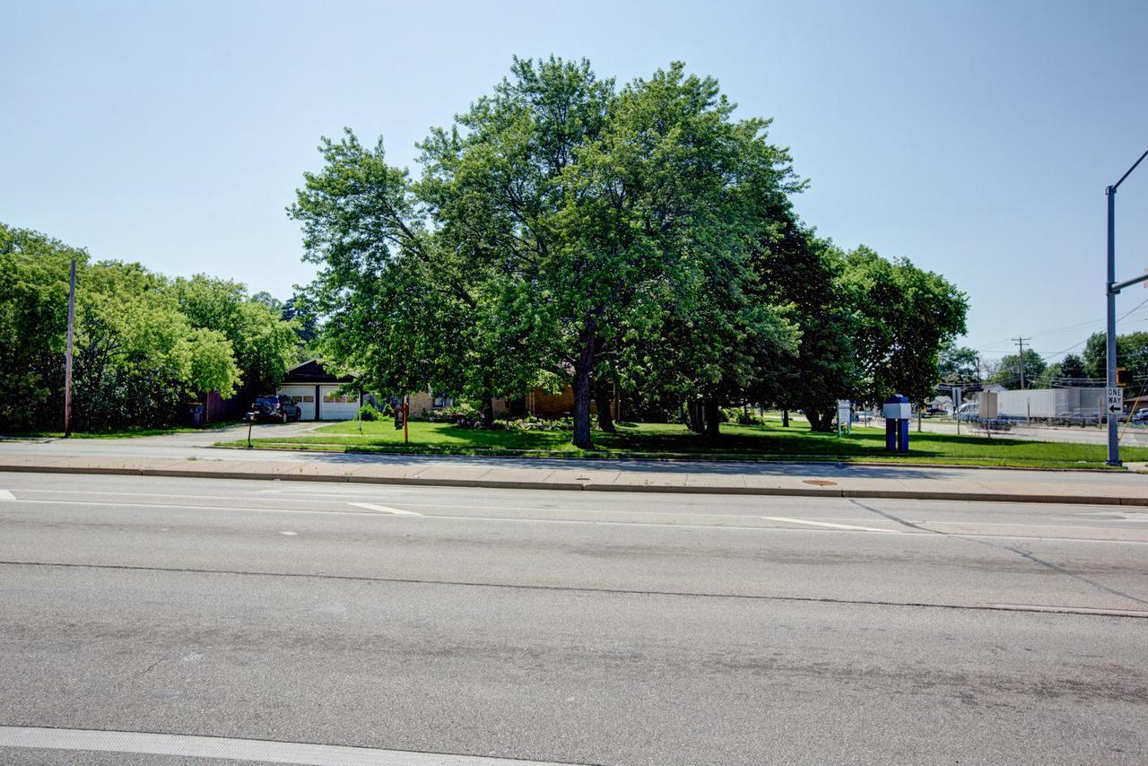 6319 S Howell Ave AVENUE, OAK CREEK, WI 53154