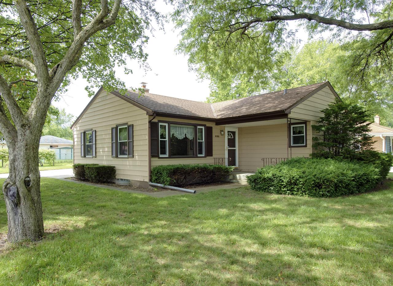 6109 W Arch Ave AVENUE, BROWN DEER, WI 53223