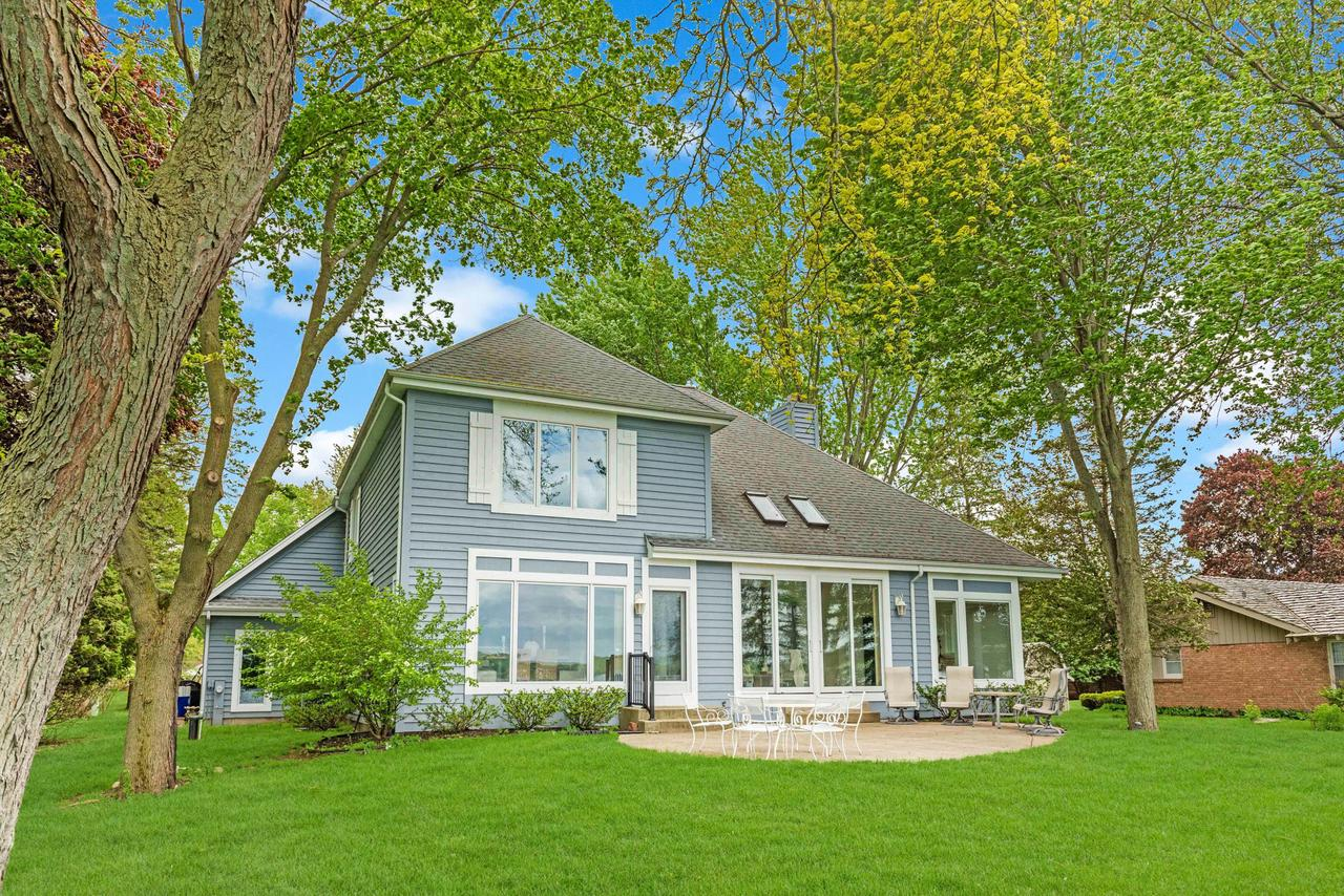 W283N2329 Beach Park Cir CIRCLE, DELAFIELD, WI 53072