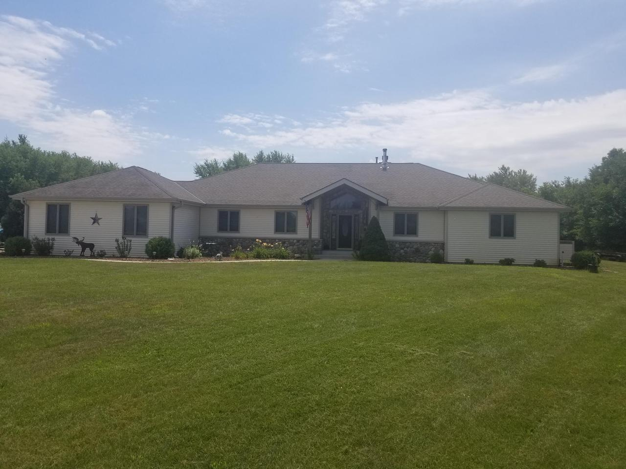 S21W37715 Becker Ct COURT, DOUSMAN, WI 53118