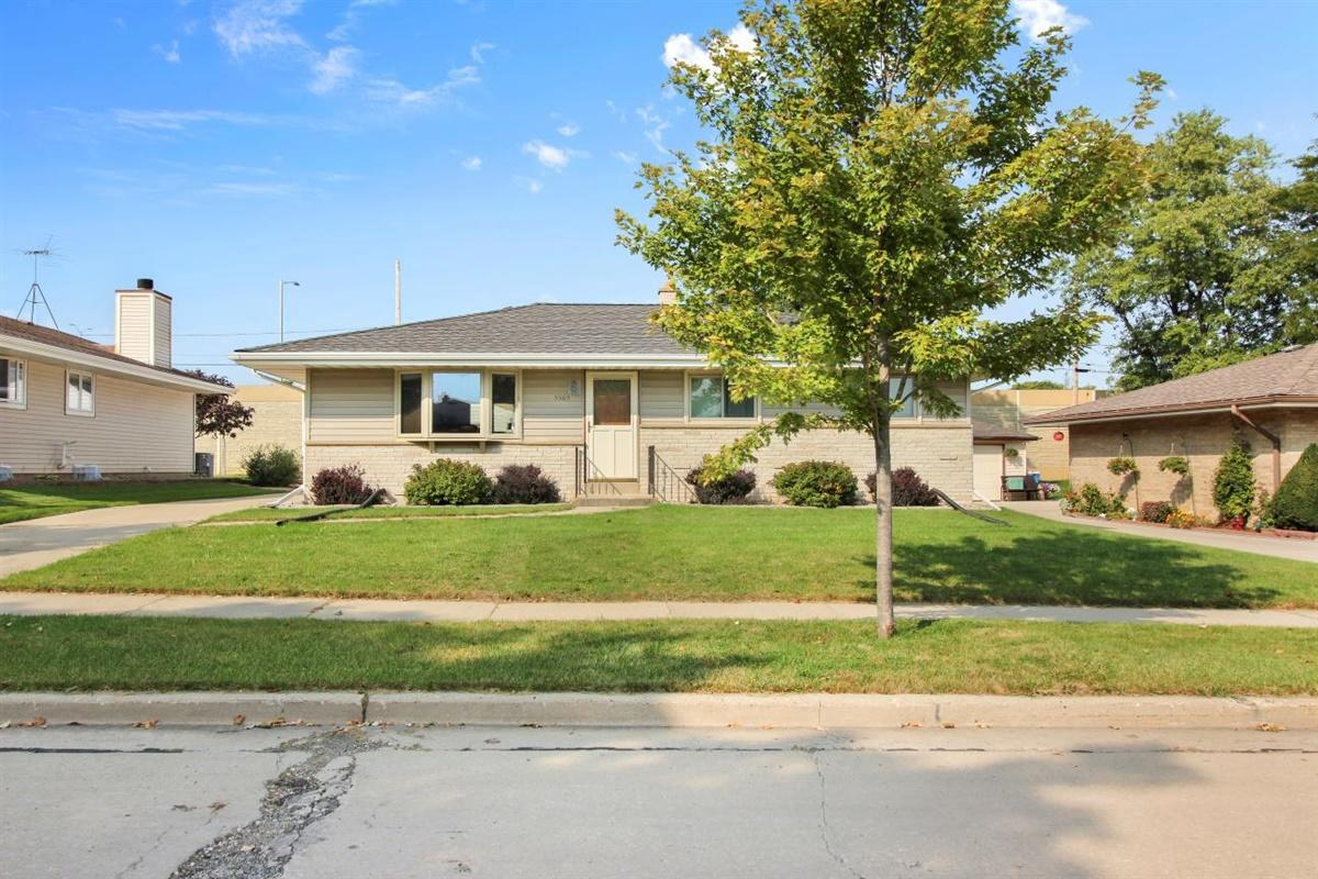 5565 S 15th Pl PLACE, MILWAUKEE, WI 53221