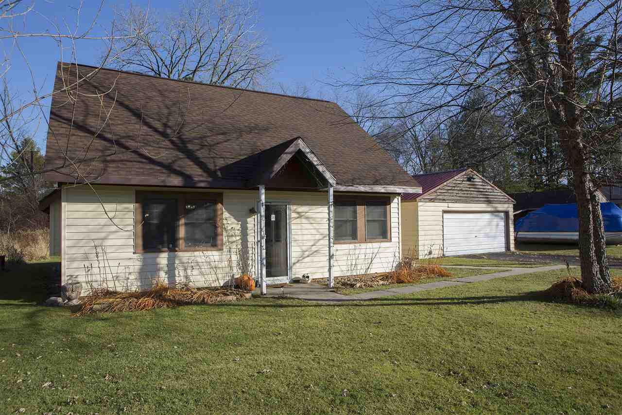 Showings start 11/13. Move right In! Cute as a button 3 bed snuggled up to Lake Ripley. Primary residents will love the Upper-Level, Private Master Suite, Built-In Kitchen Pantry, and Room for the family or guests. It's tough to find something this affordable.  Renovated kitchen, bright rooms, touched up bathroom, this is a must see for a first time home buyer.  This house could easily double as a vacation home for the right Buyer.  Everything you need on the first floor.  Optional Deeded Access to HOA pier AND BOAT SLIP on Lake Ripley for almost nothing! Just a wedge to the Country Club. Fun and Supplies just moments away in Cambridge. The portable pool can stay or go, you make the call. A Solid house is ready for a new Buyer and we are eager for you to check it out!  More photos Friday!
