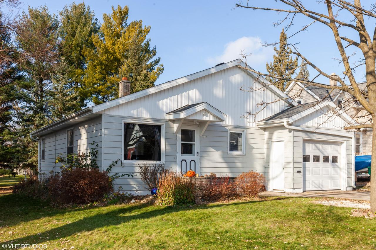 Check out this cozy 2 bedroom ranch style home with a large BONUS ROOM with an attached garage in the city of Hartford! Walking distance to downtown Hartford! This home has hardwood floors along with updates throughout the home!