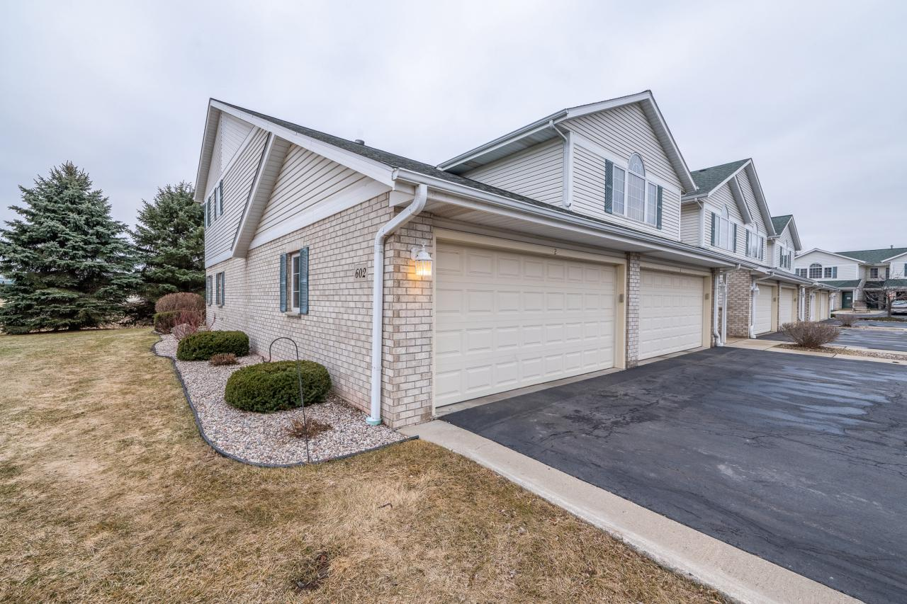 602 Shepherds Dr DRIVE 2, WEST BEND, WI 53090