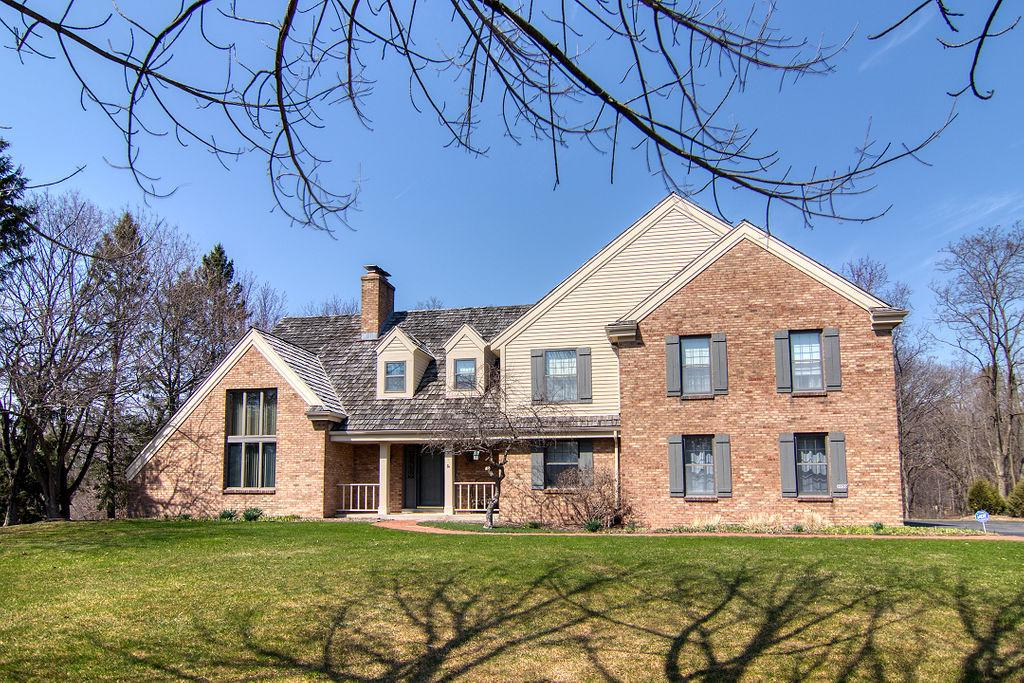 9939 N Valley Hill Dr DRIVE, MEQUON, WI 53092