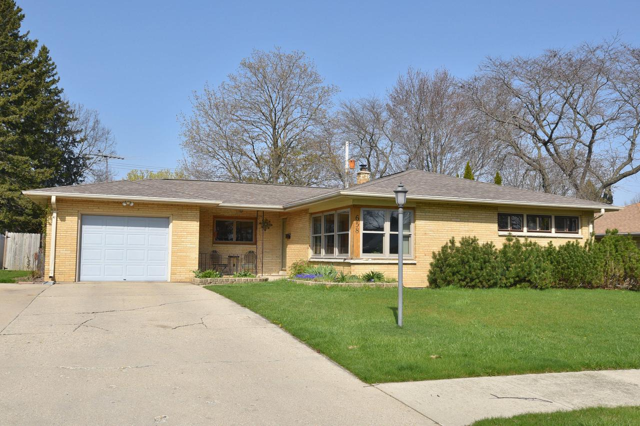 658 S 15th Ave AVENUE, WEST BEND, WI 53095
