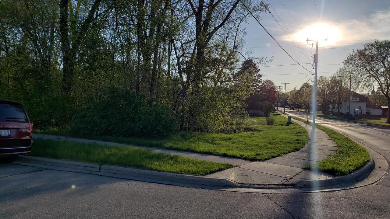502 Riverview Pl PLACE, WEST BEND, WI 53095