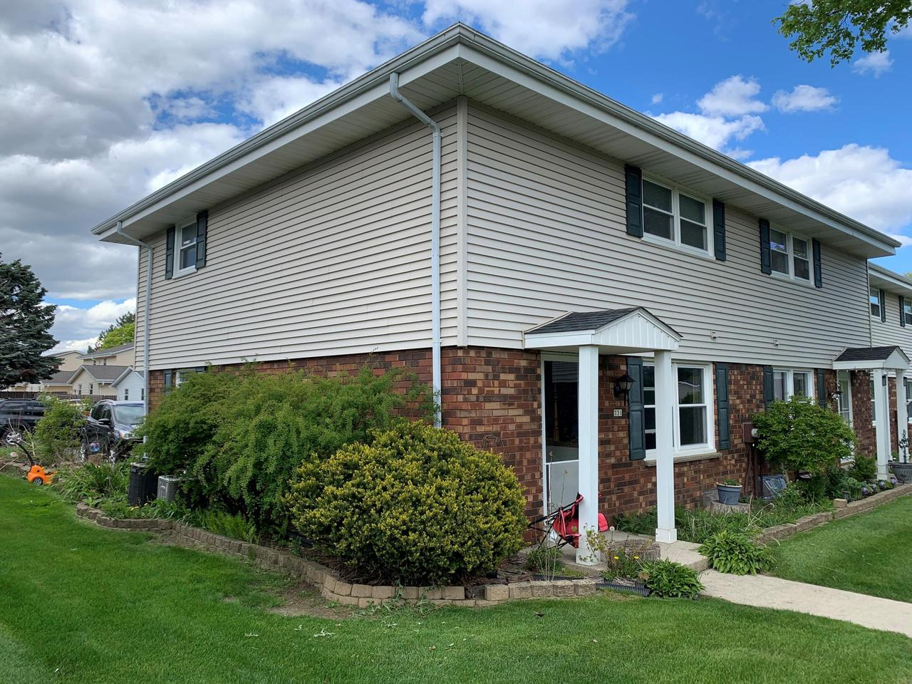 731 Imperial Ct COURT, WEST BEND, WI 53095