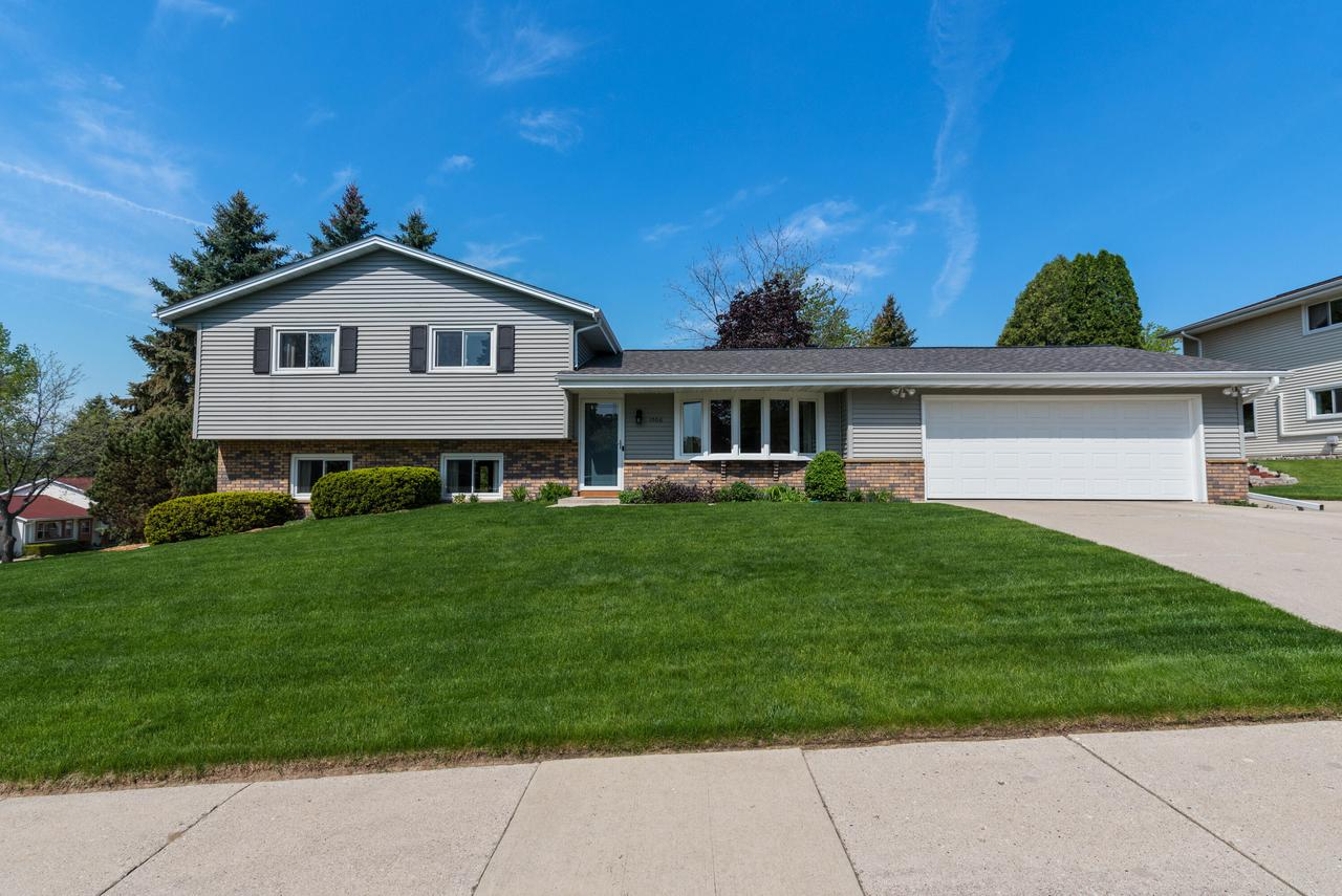 1506 Bluebell Dr DRIVE, WEST BEND, WI 53090