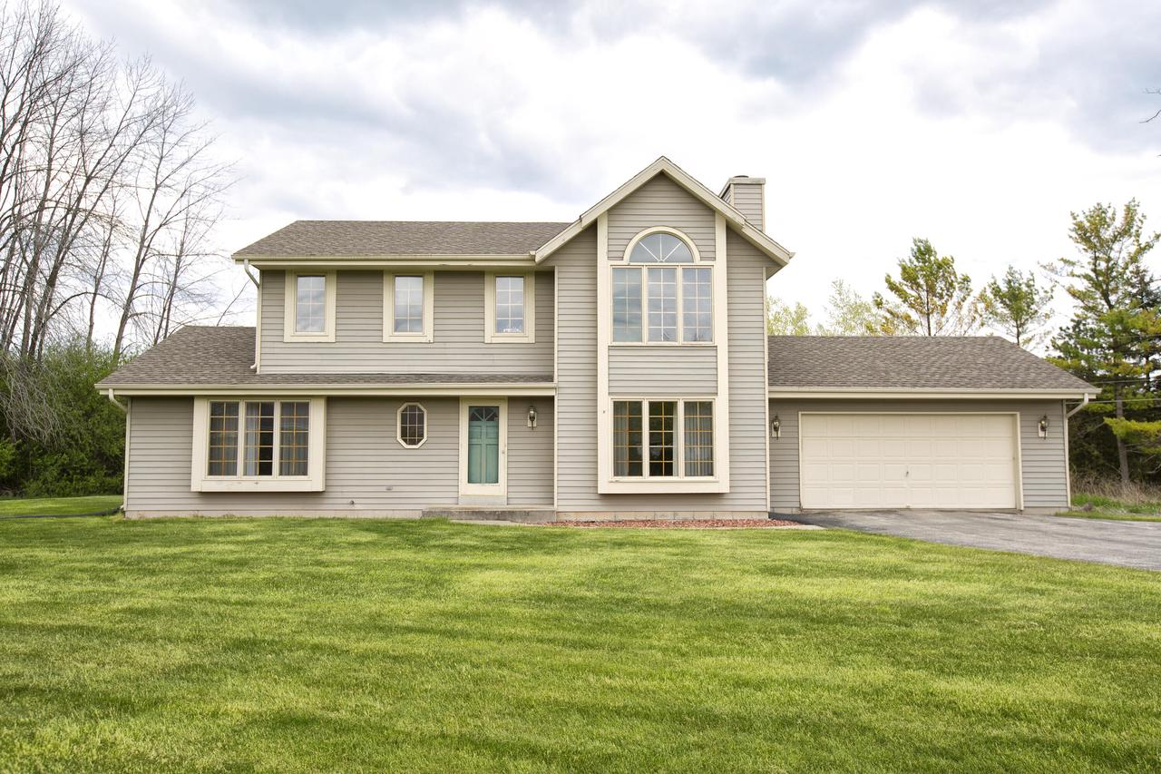 10038 N Brookdale Dr DRIVE, MEQUON, WI 53092