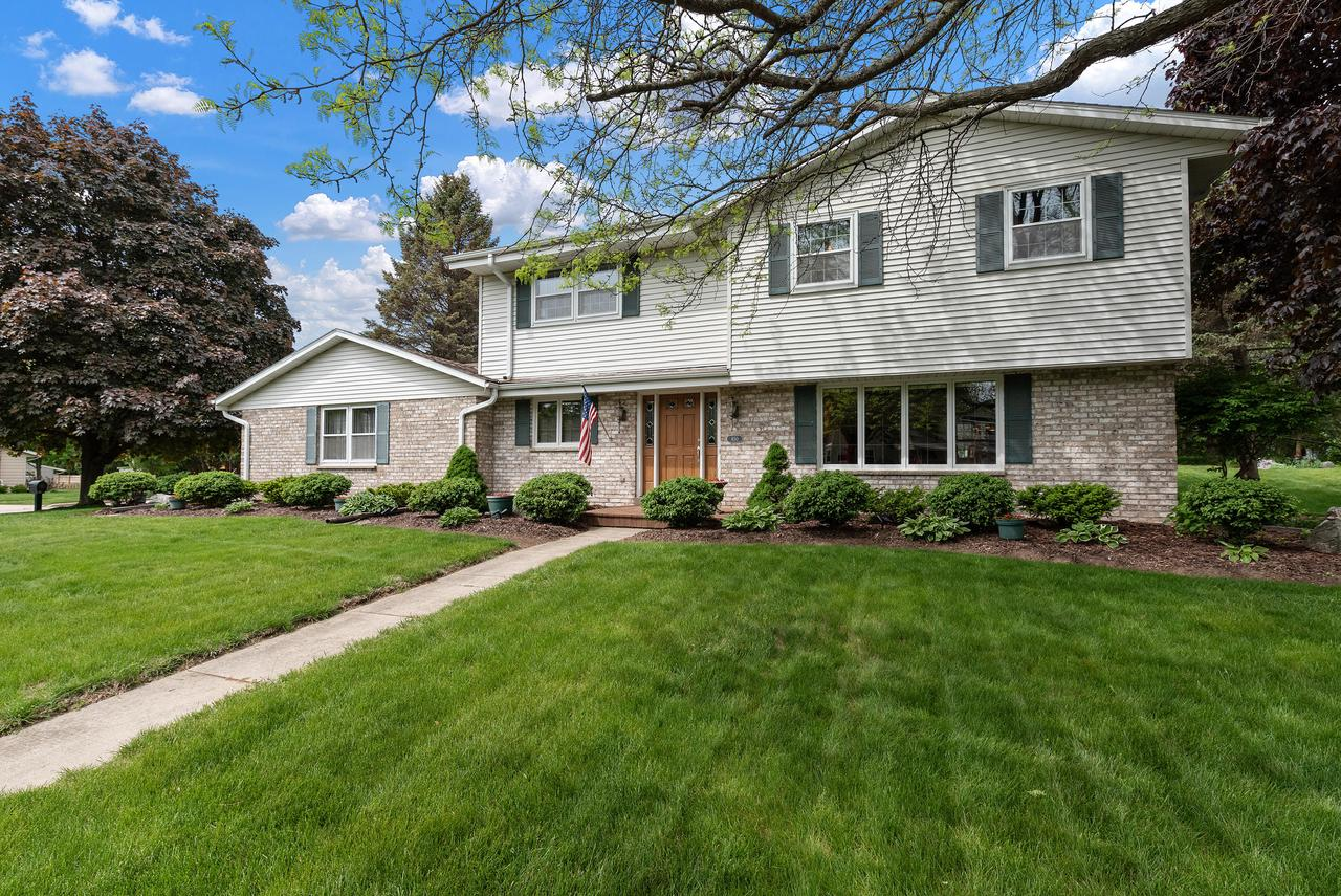 650 S Silverbrook  Dr DRIVE, WEST BEND, WI 53095