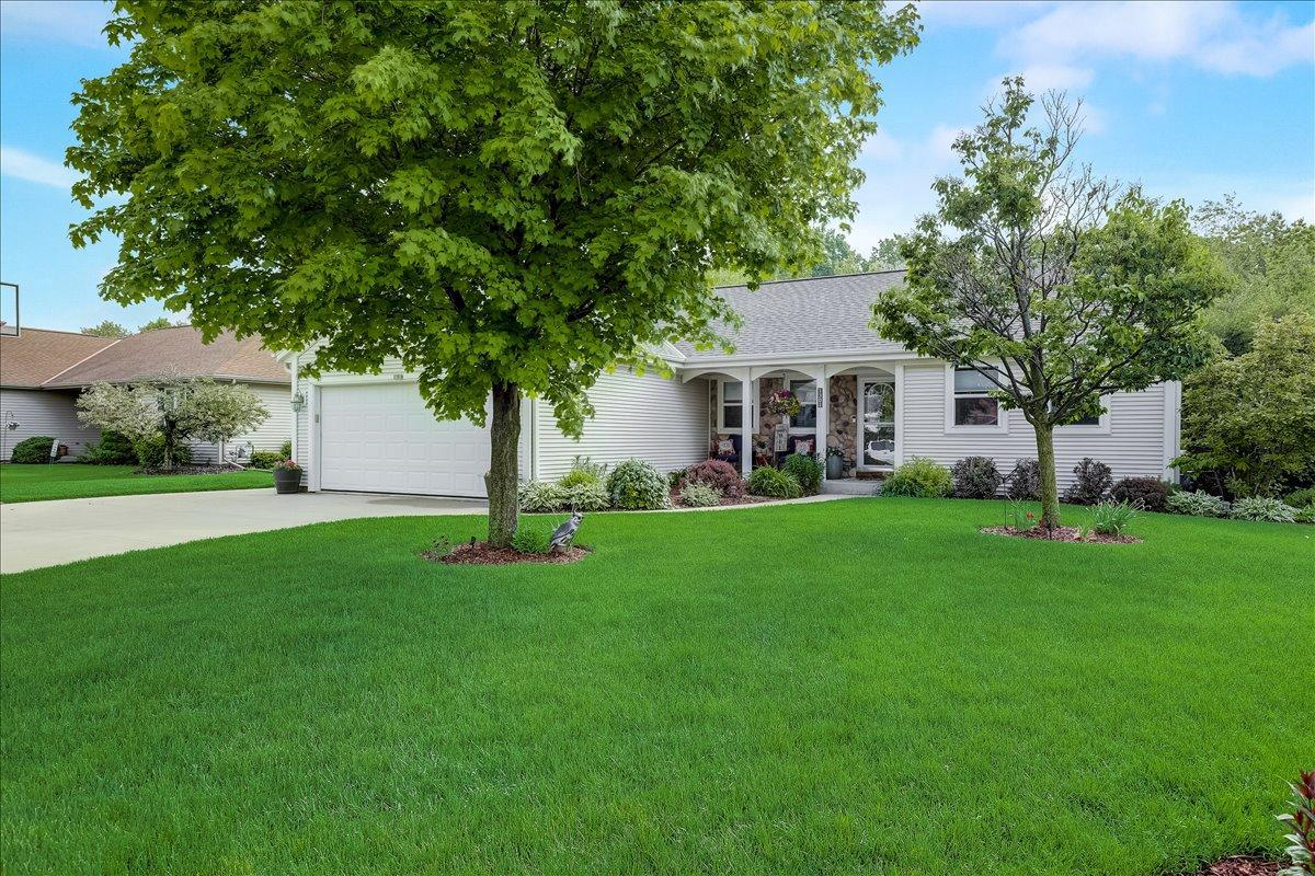 1301 Firethorn Dr DRIVE, WEST BEND, WI 53090