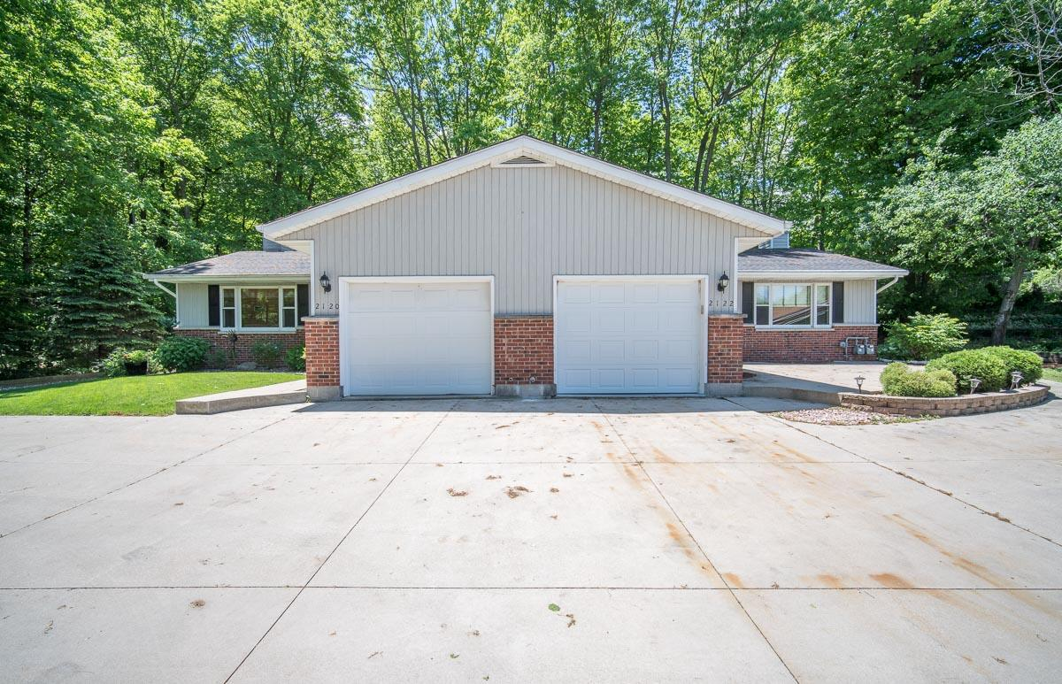 2122 Willowbrook Dr DRIVE, WEST BEND, WI 53090