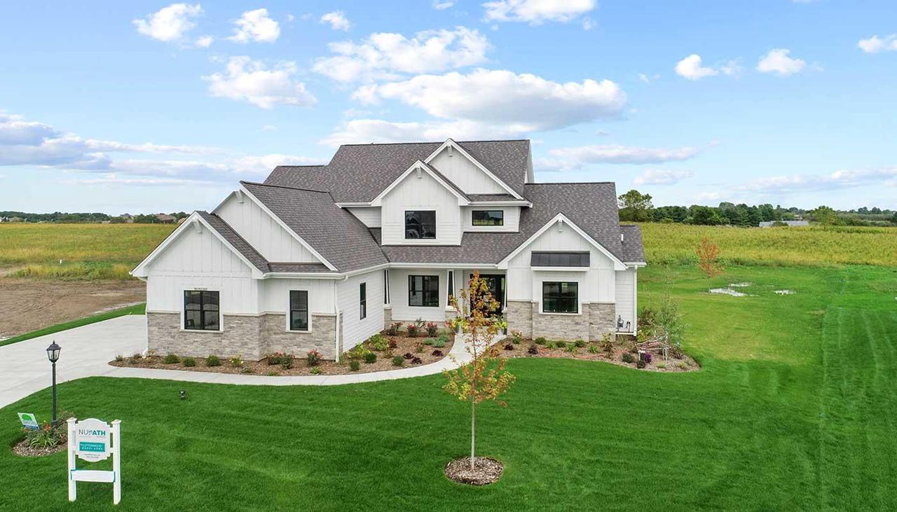 243 Four Winds Ct COURT, HARTLAND, WI 53029