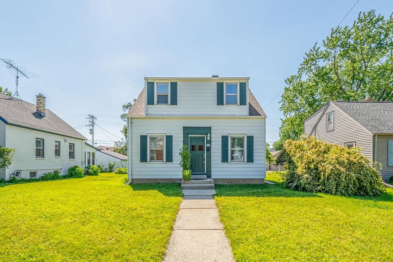 130 East Ave AVENUE, WEST BEND, WI 53095