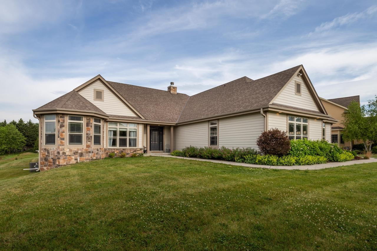 1111 Colonial Dr DRIVE, HARTLAND, WI 53029