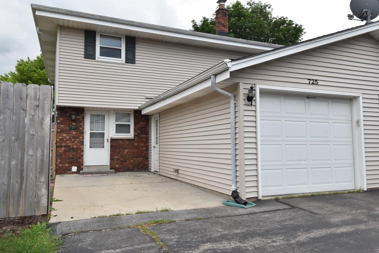 725 Imperial Ct COURT D, WEST BEND, WI 53095